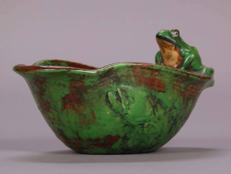 Weller Coppertone Matte Green Lily Shaped Bowl With Frog California Historical Design