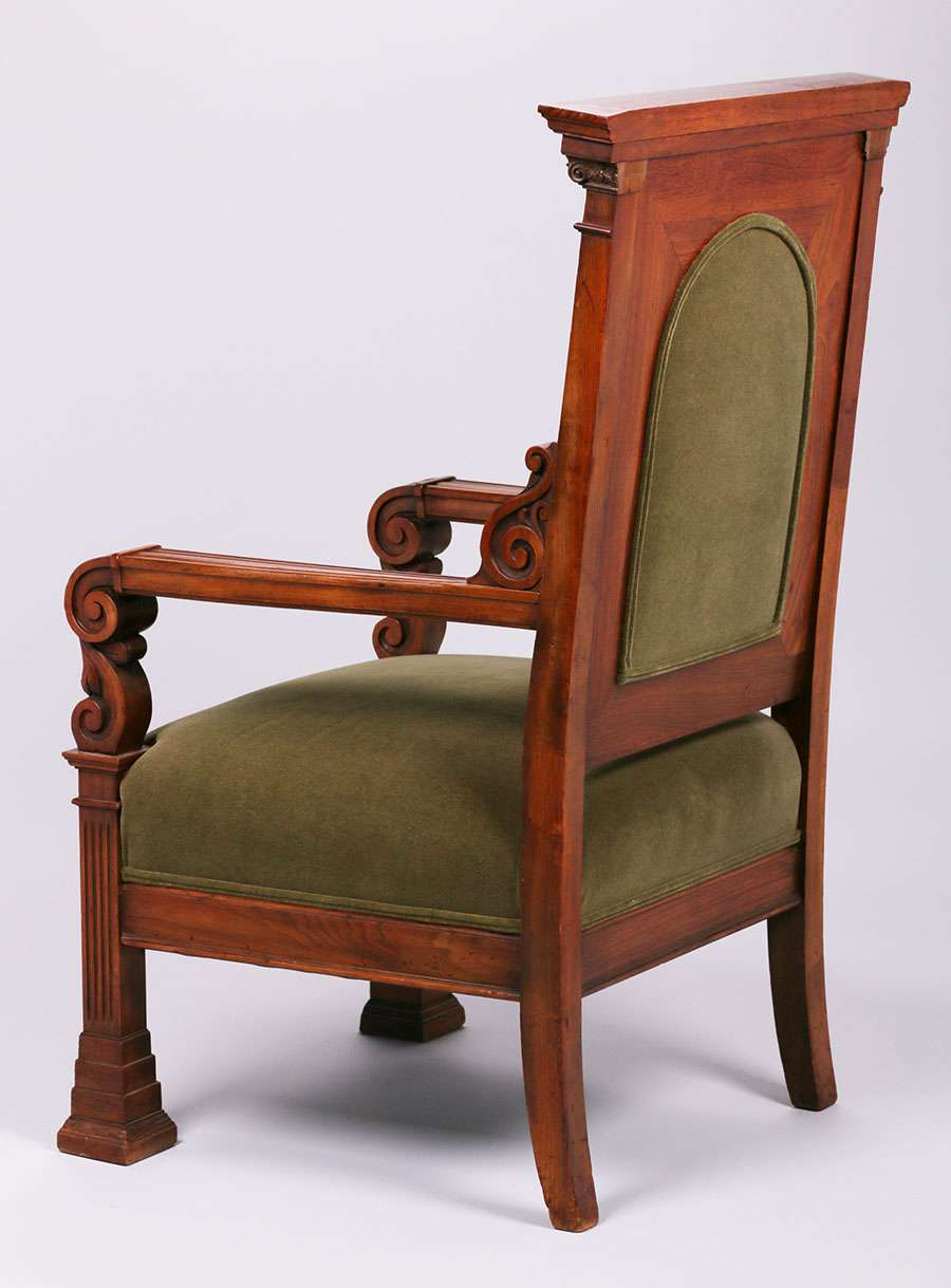 Mathews Furniture Shop Carved Walnut Throne Chair C1907 1918. Excellent  Original Finish. Unsigned. 47u2033h X 27u2033w X 25u2033d SOLD
