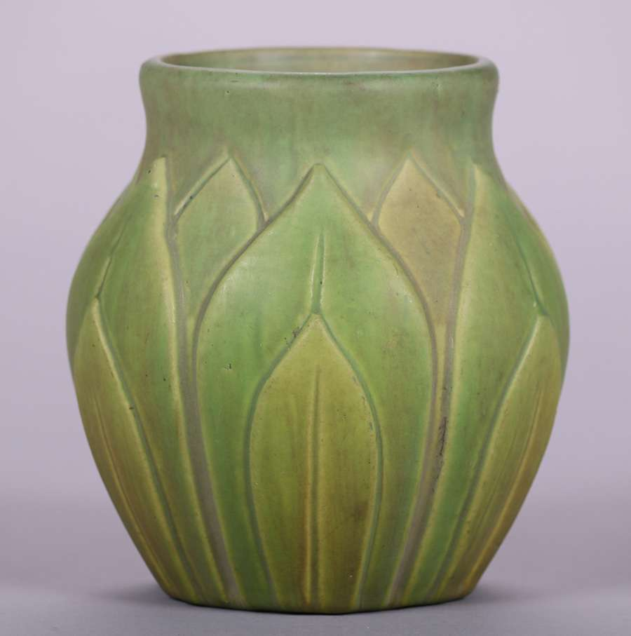 Roseville Early Velmoss Matte Green Artichoke Vase