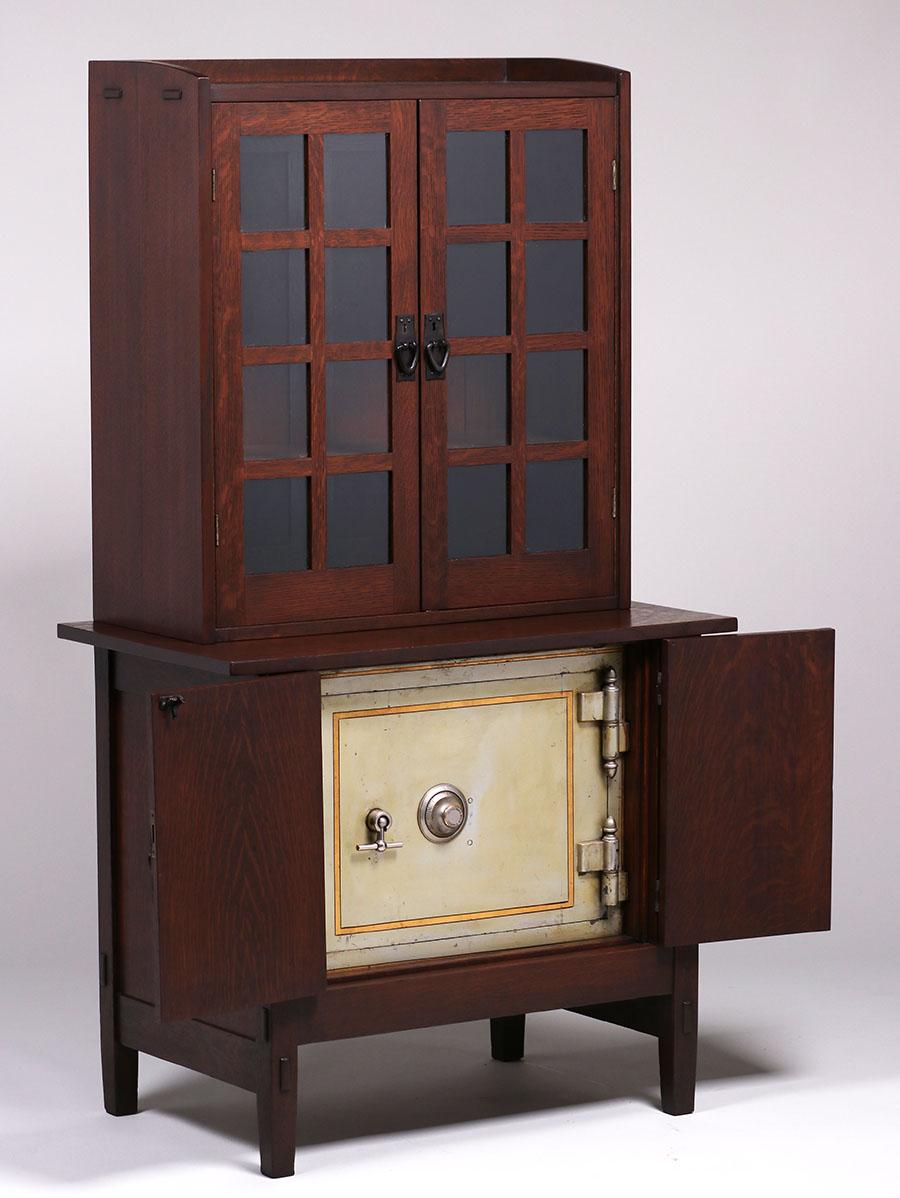 Gustav Stickley Safe Craft Cabinet C1907 1910 California